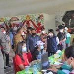 Sekda Mohd Zaini Tinjau Vaksinasi Covid-19 di Seriang Badau
